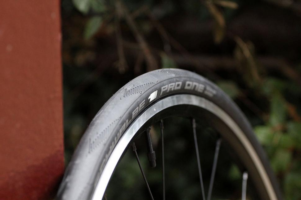 Hunt 4 Season Dura Road Wheelset Tyre.jpg