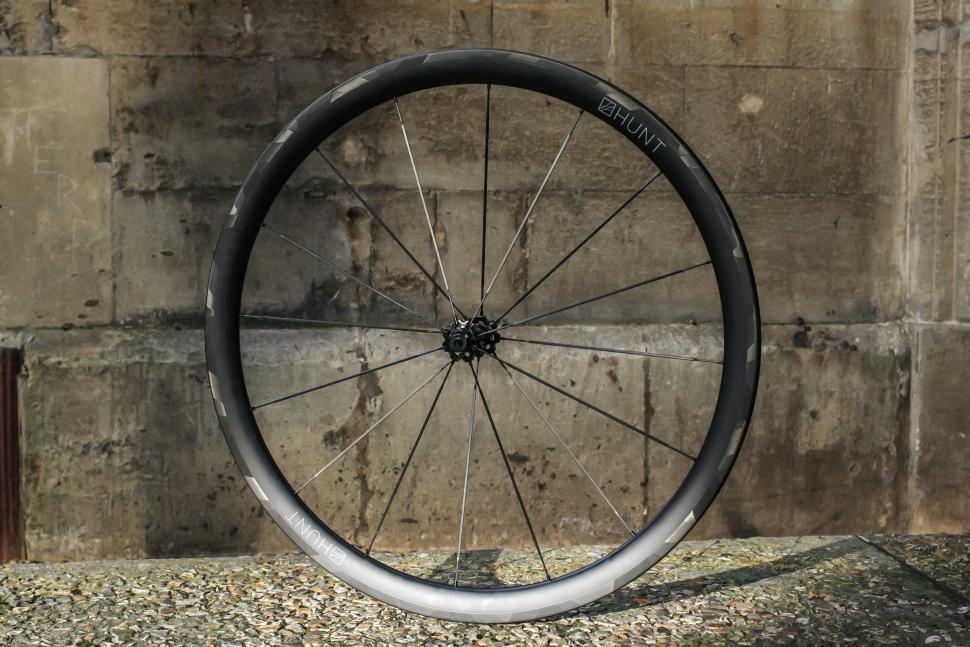 Hunt carbon spokes -1.jpg