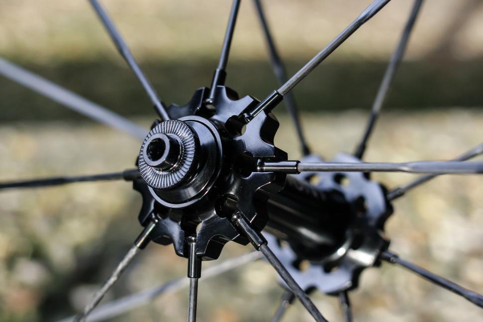 Hunt carbon spokes -3.jpg