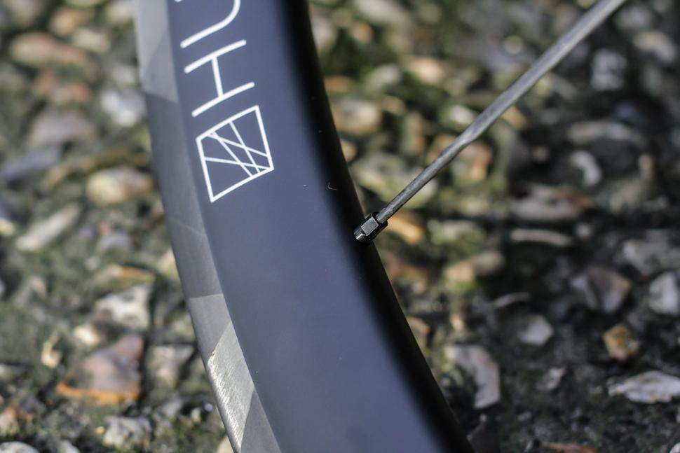 Hunt carbon spokes -6.jpg