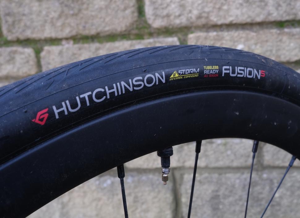 NEW Hutchinson Fusion-5 All Season Storm 700 x 23 25 28 Kevlar Folding Bike Tire