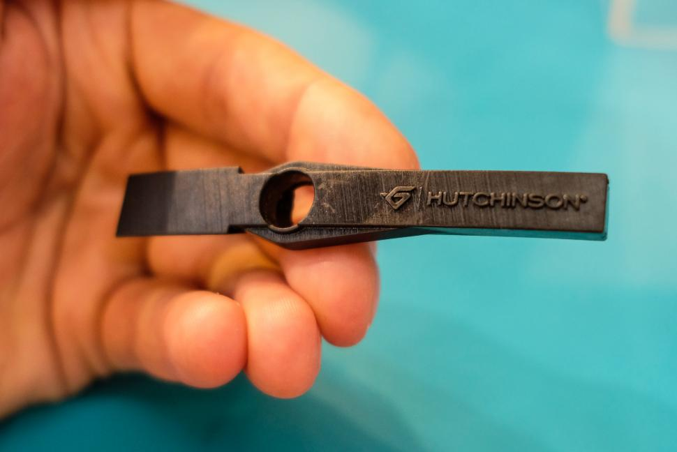hutchinson tyre sensor-3.jpg