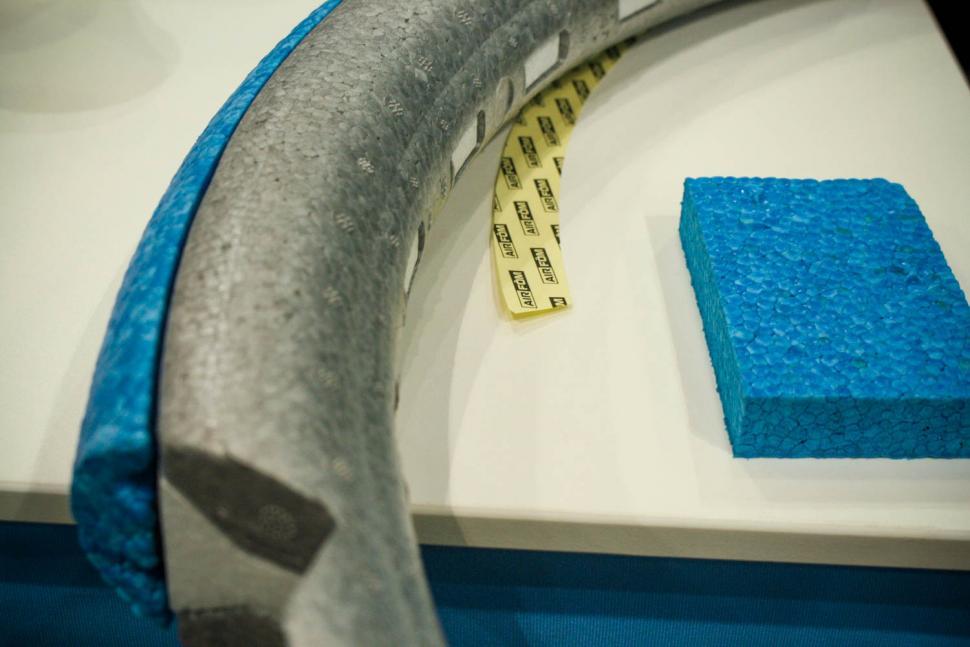 icebike19 airfom airless tyre 3.jpg