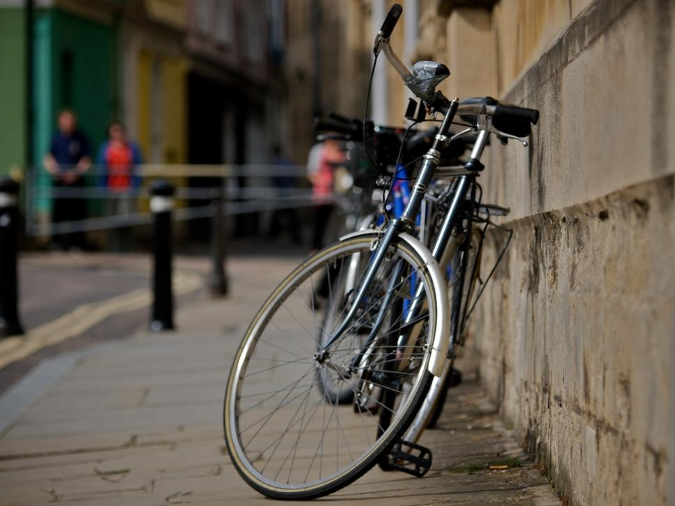 Bicycle outside Oriel College, Oxford.jpg