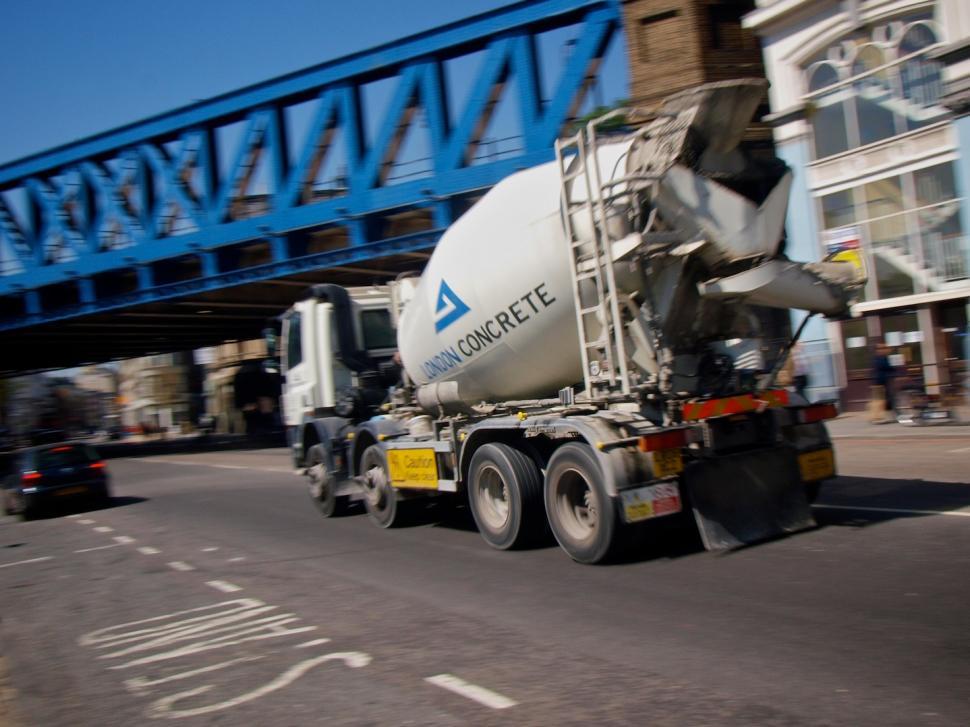 Cement lorry in London © Simon MacMichael.jpg