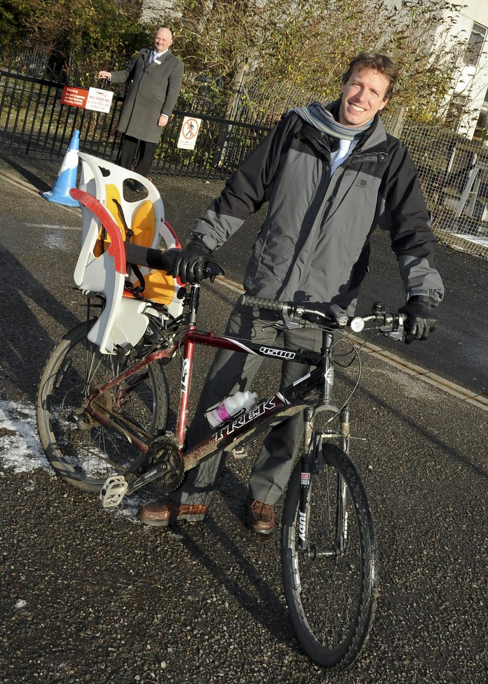 Cycling City York's Graham Titchener with East Coast's York duty station manager Steve Soards.jpg