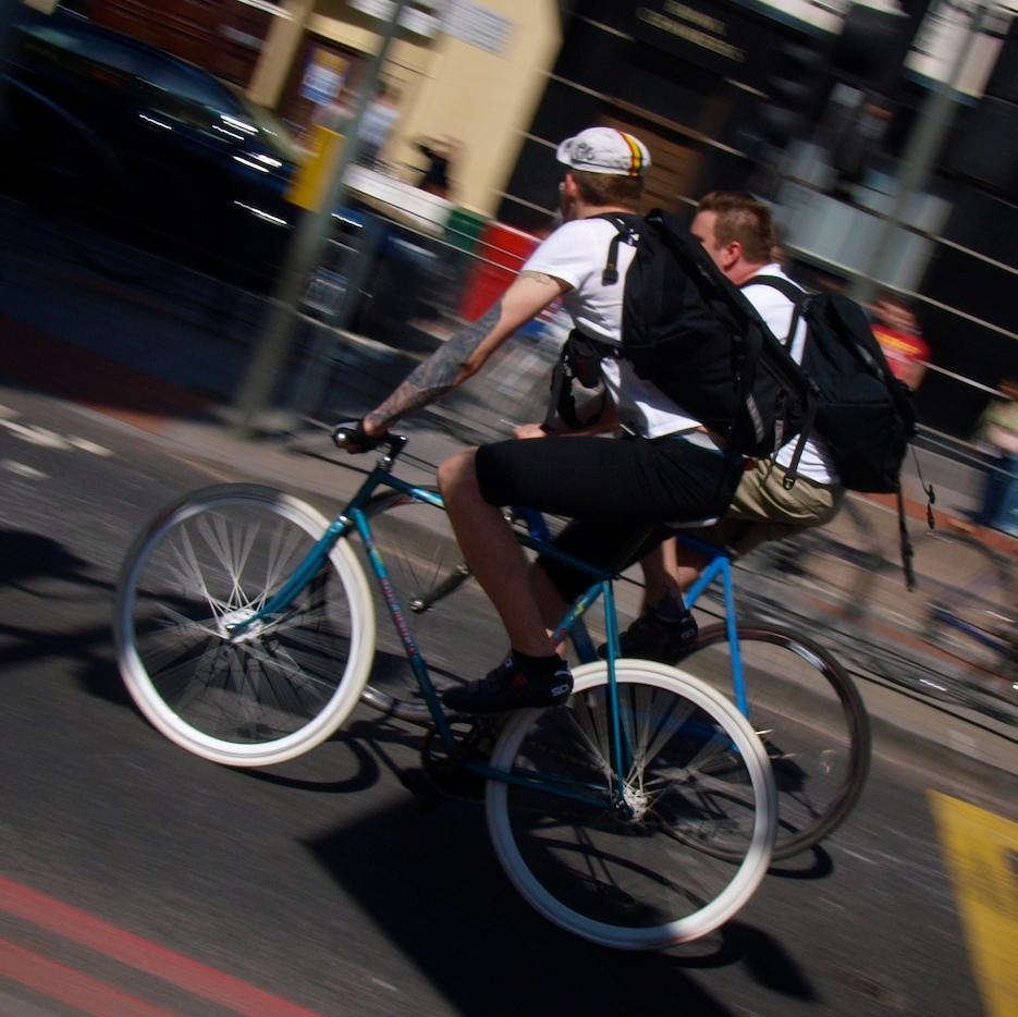 Fixed gear bike running brakeless © Simon MacMichael.jpg 36f9a3b21