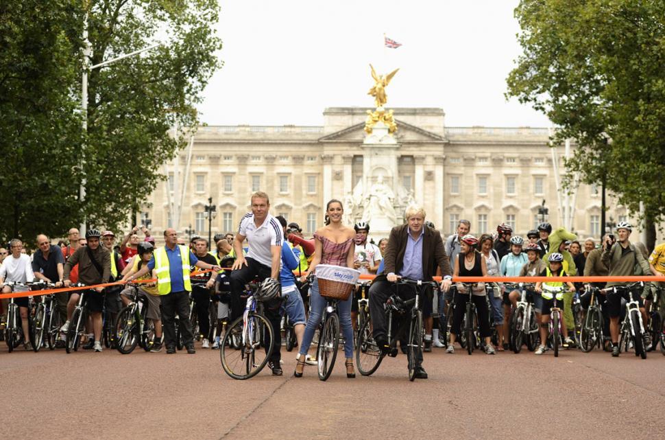 Sir Chris Hoy, Kelly Brook, Mayor Boris Johnson and friends enjoy a traffic-free Mall.jpg