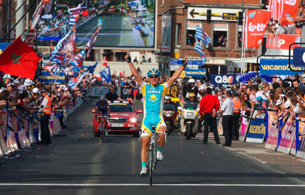Alexandre Vinokourov wins Liège-Bastogne-Liège in 2010 (©Photosport International)