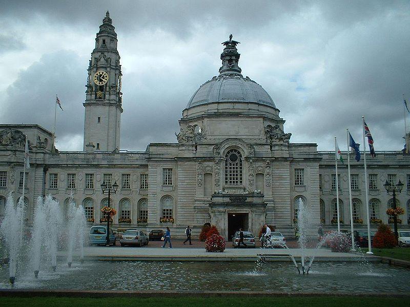 cardiff city hall cathays park.jpg