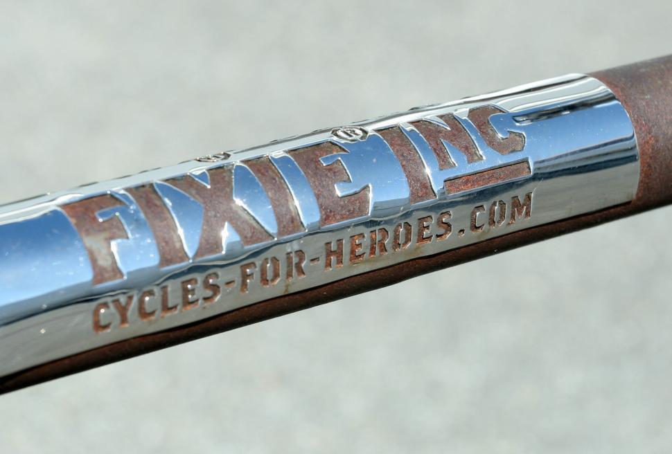 Fixie Inc metal logo