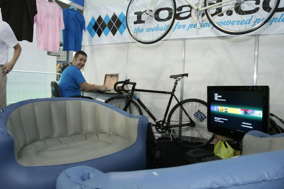Cycle show 2009 - road.cc stand