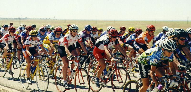 Rapha Women s 100  Join women around the globe to ride 100km on July ... a97a87c59