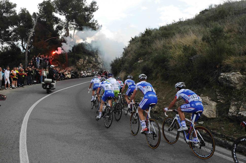 11 Lead group on the ascent of the Cipressa LaPresse RCS Sport .jpg