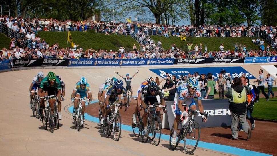 Paris-Roubaix 2011: Race for 7th as Van Summeren celebrates © Simon MacMichael.jpg