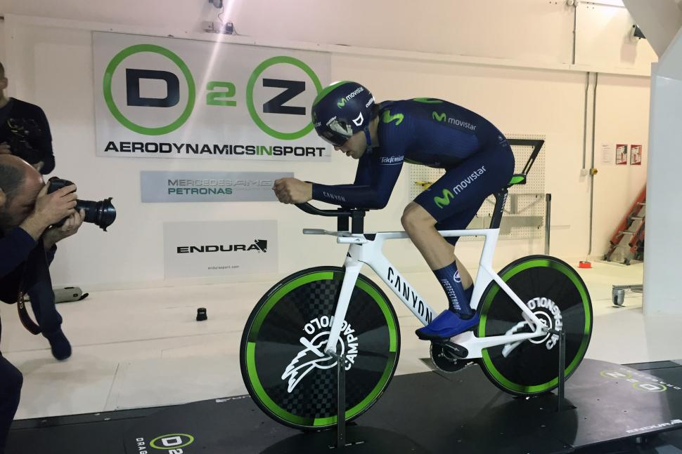 Alex Dowsett fine-tunes his Hour Record set up in the wind tunnel 010