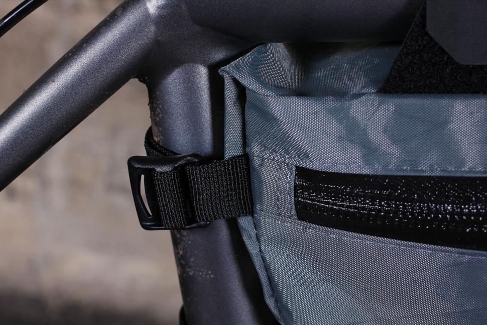 Apidura Mountain Frame Pack - strap