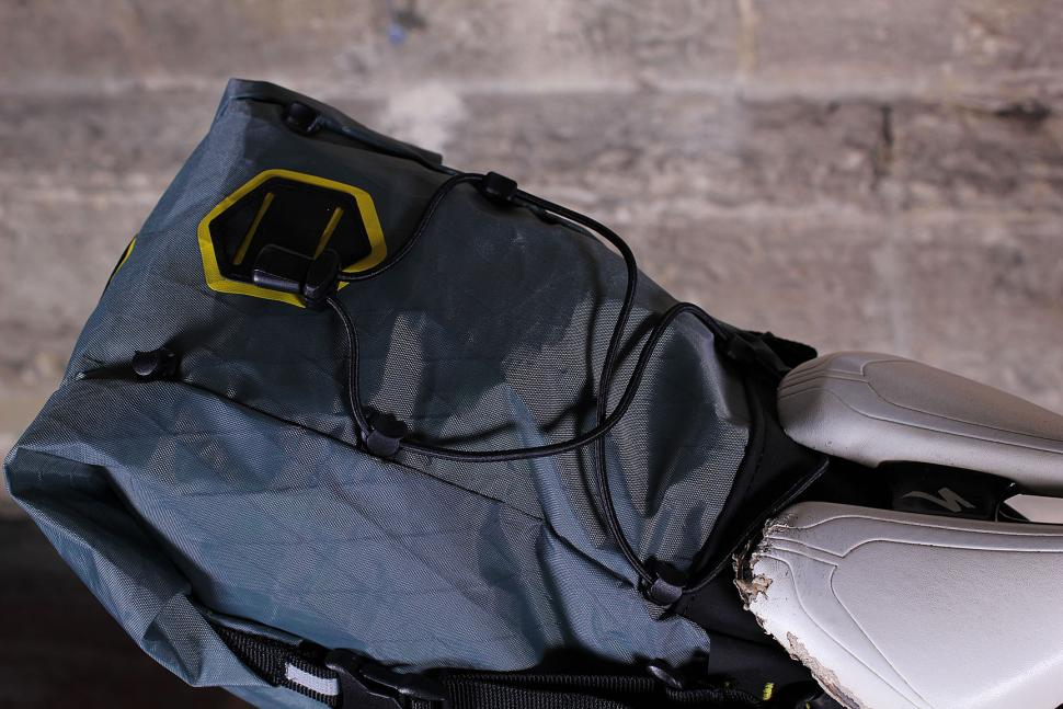 Apidura Saddle Pack - bungee
