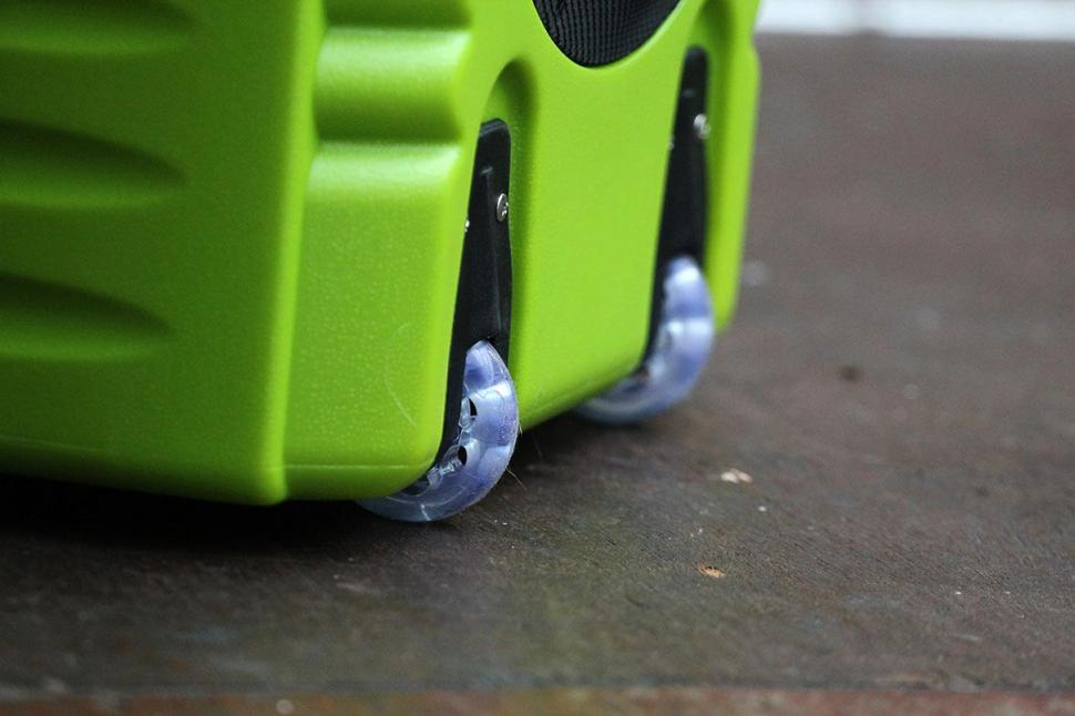 IAqua2go PRO - Smart Pressure Cleaner-Wheels