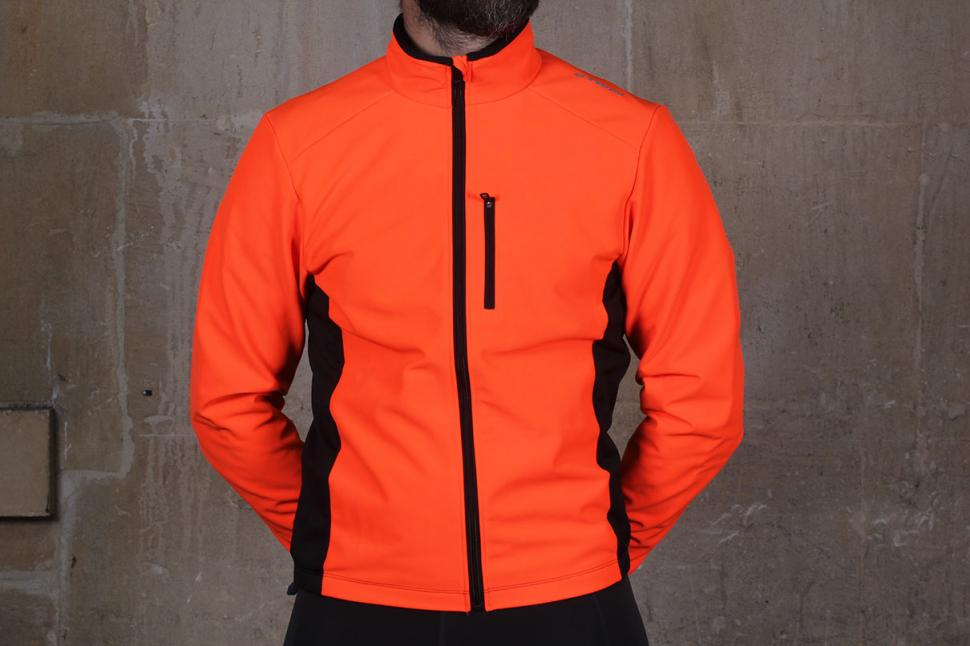 Review  BTwin 300 Warm Cycling Jacket  d5219177b