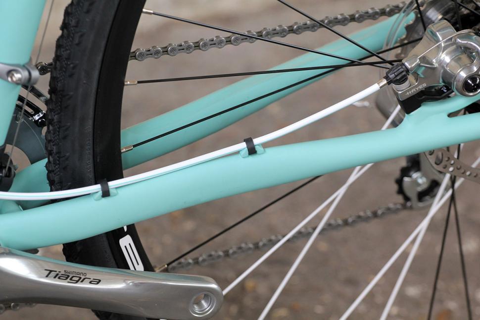 Bianchi Zurigo - chain stay cabling