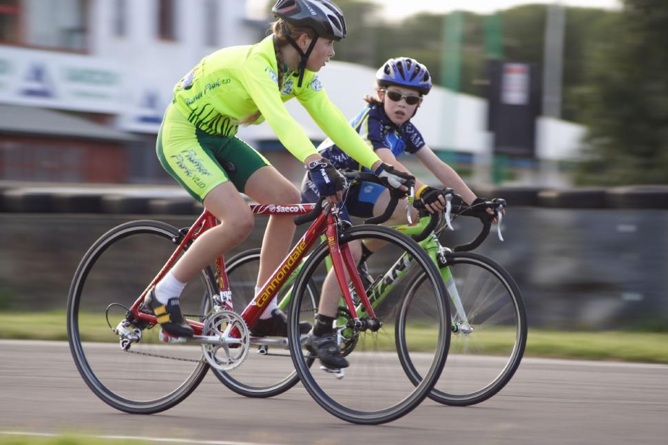 Kids on bikes (©Dave Atkinson) 02