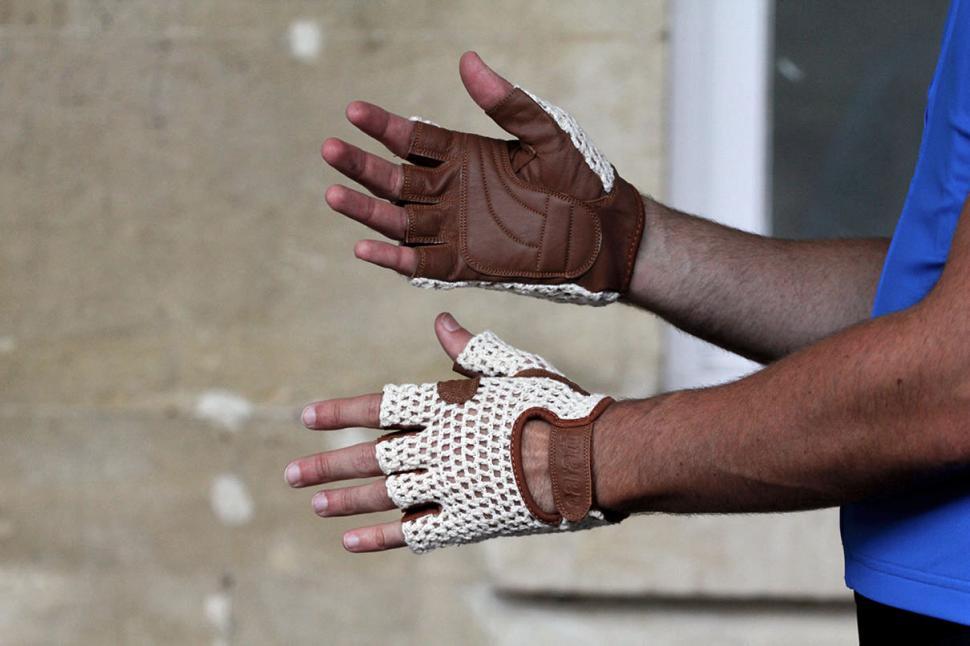Caratti Caratti Brooklands Classic Cochet Gloves - white and brown