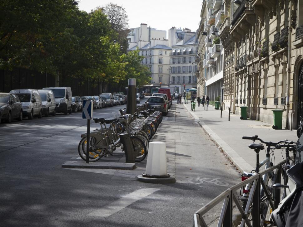 19 Paris - separated cycle path and Velib' docking station (Photo credit- Copenhagenize Design Co)