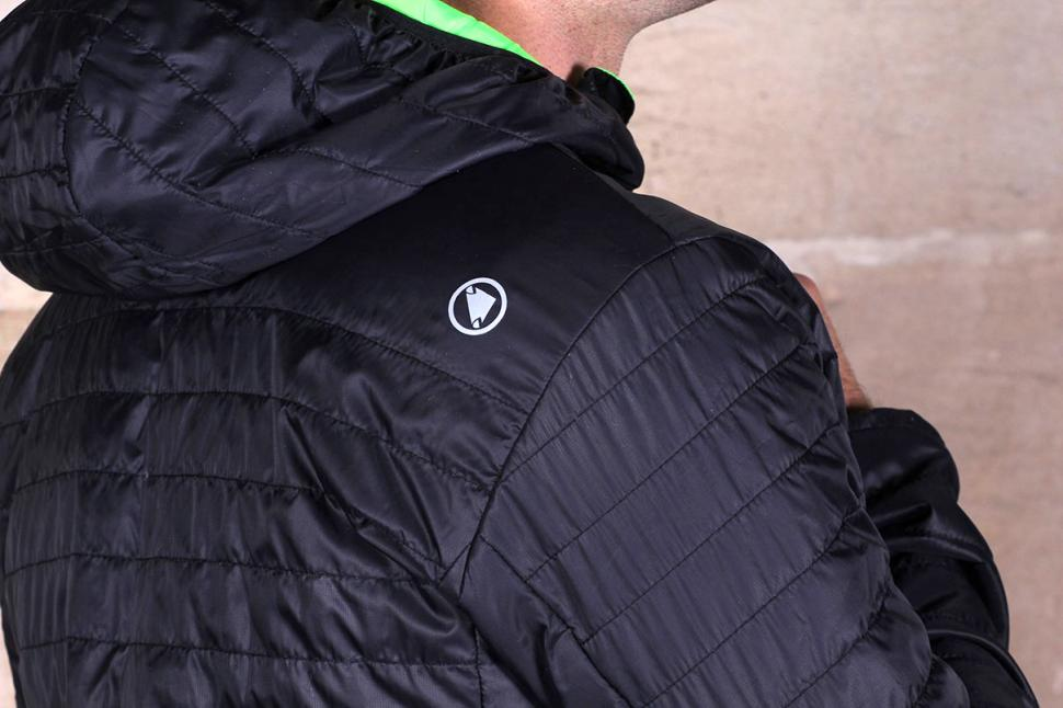 Endura Urban FlipJak Reversible Jacket - shoulder detail
