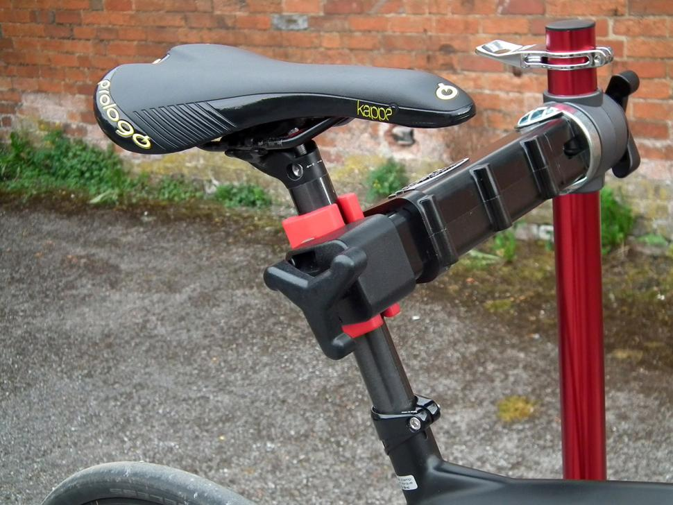 Feedback Sports Pro Elite Workstand - seat post in clamp