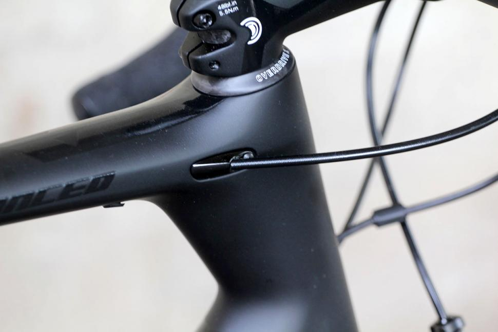 Giant TCR Advanced - cable route