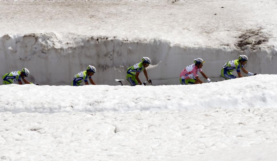 Ivan Basso and Liquigas team on the Gavia, 2010 Giro  ( Photo- Alessandro Trovati:Pentaphoto Rcs Sport)