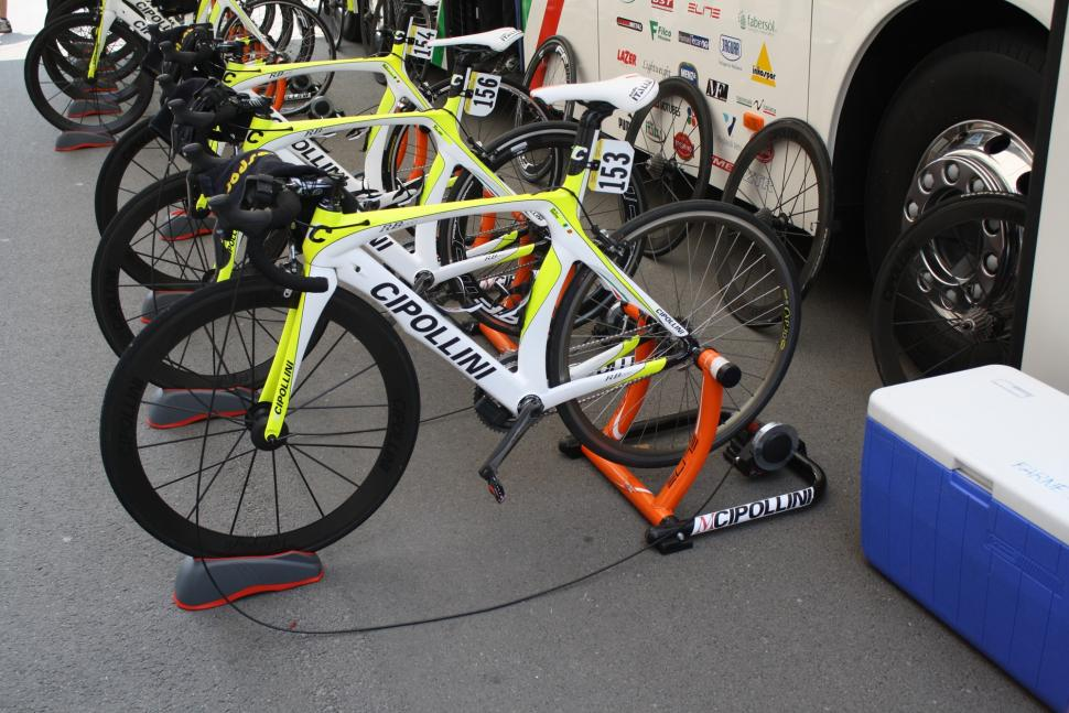 Giro tech  Bling bike alert! Snooping around the pits  1a8b2d93a