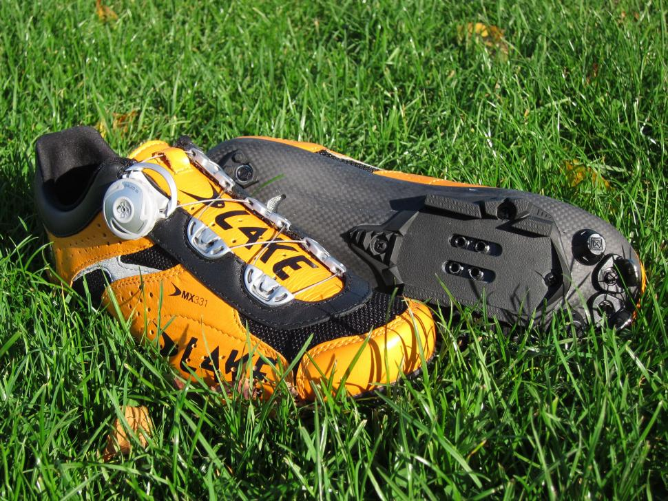 Lake MX331CX Shoe - Packshot with Sole