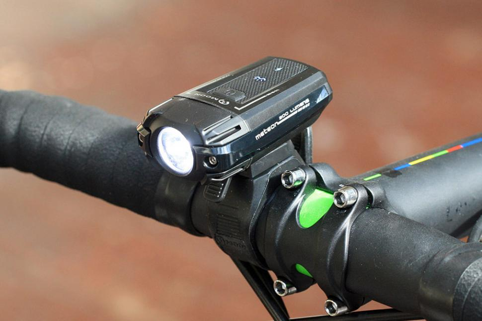 0972f0d952c Review  Moon Meteor 200 front light