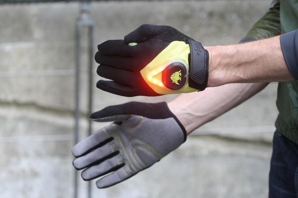 Lumin8a Indicating Gloves - lit