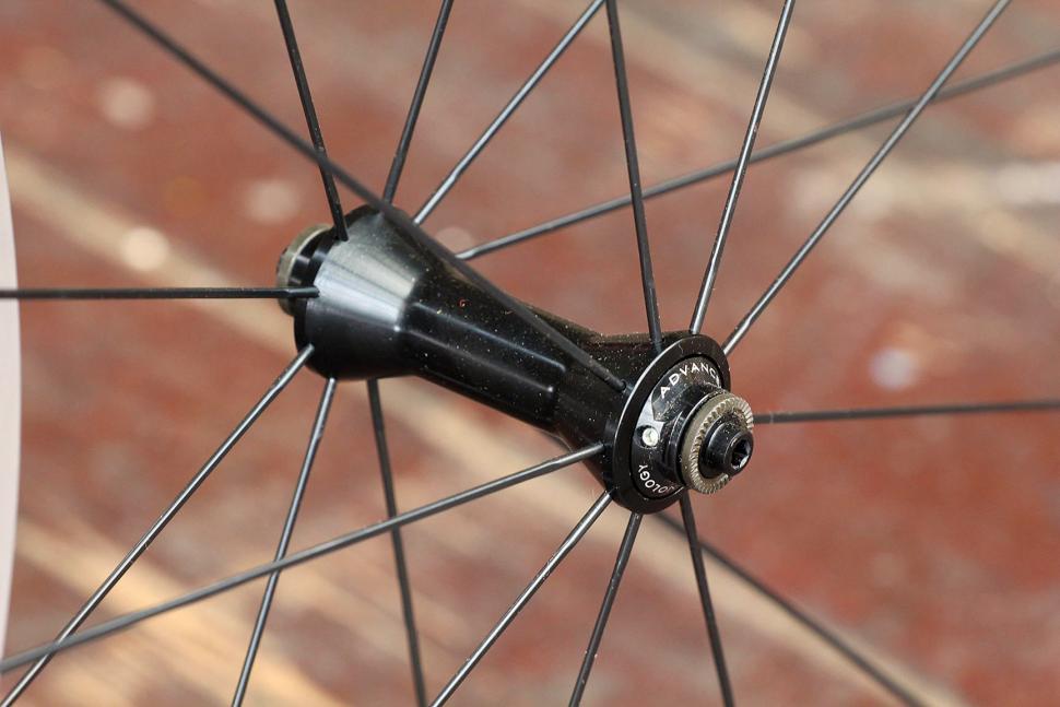 Miche Syntium wheelset - front hub