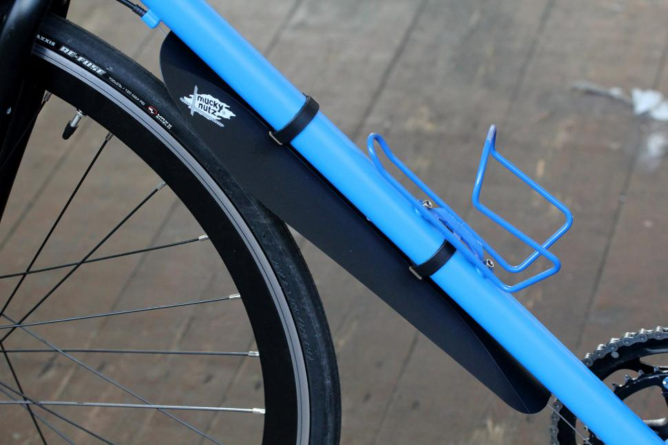Review Mucky Nutz Gut Fender Road Cc