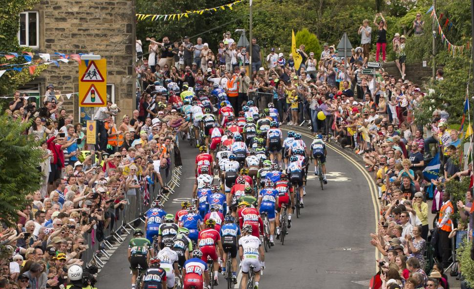 2014 Tour de France Stage 2 - peloton (picture credit Welcome to Yorkshire)