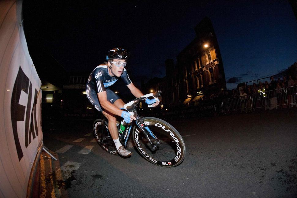 Alex Dowsett wins the 2011 IG Markets London Nocturne.jpg