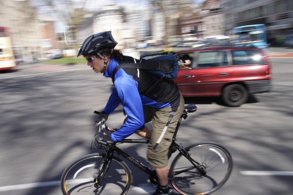 Bike commuting (CC BY-NC-SA 2.0 Dave Atkinson:Flickr) 03