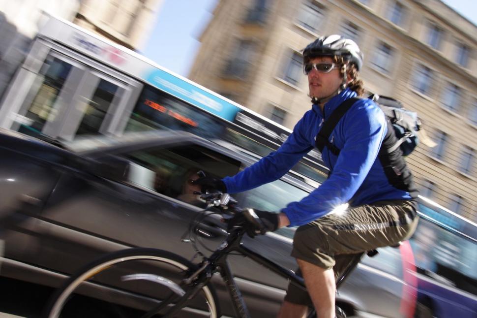 Bike commuting (CC BY-NC-SA 2.0 Dave Atkinson:Flickr) 04