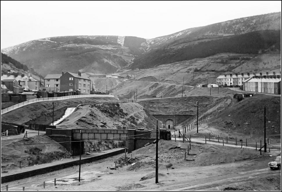 Blaengwynfi station and the entrance to the tunnel before it was filled in (CC BY 2.0 Ben Salter:Flickr)