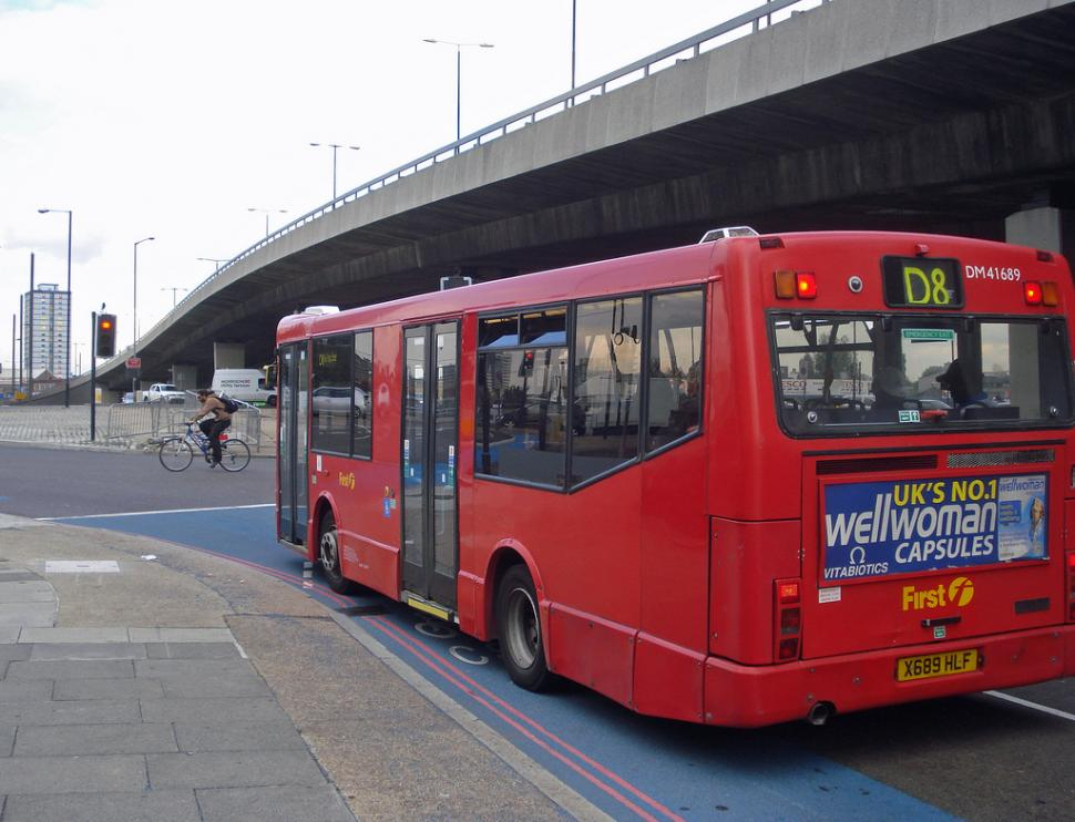 Bow roundabout (CC licenced image by diamond geezer:Flickr)