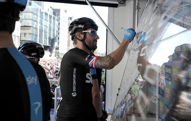 Bradley Wiggins signs on at 2014 Tour of Britain