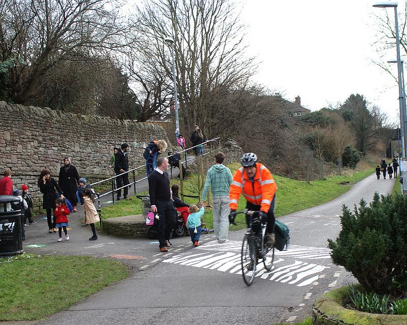 Bristol Bath Railway Path crossing (copyright samsaundersleeds:Flickr)