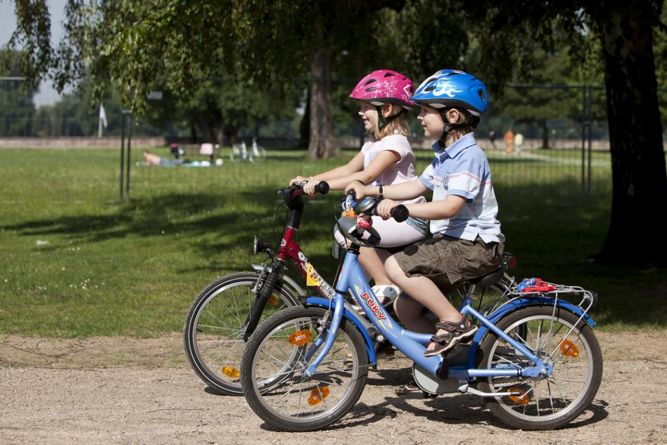 Children cycling (picture credit pressedienst fahrrad)