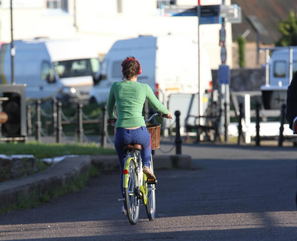Cyclist with headphones (cc licensed by Adrian Midgley on Flickr)
