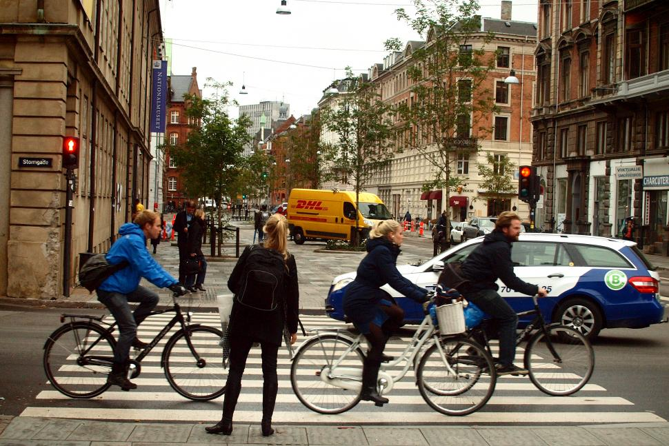 Cyclists in Copenhagen (CC licensed image by acf_windy:Flickr)