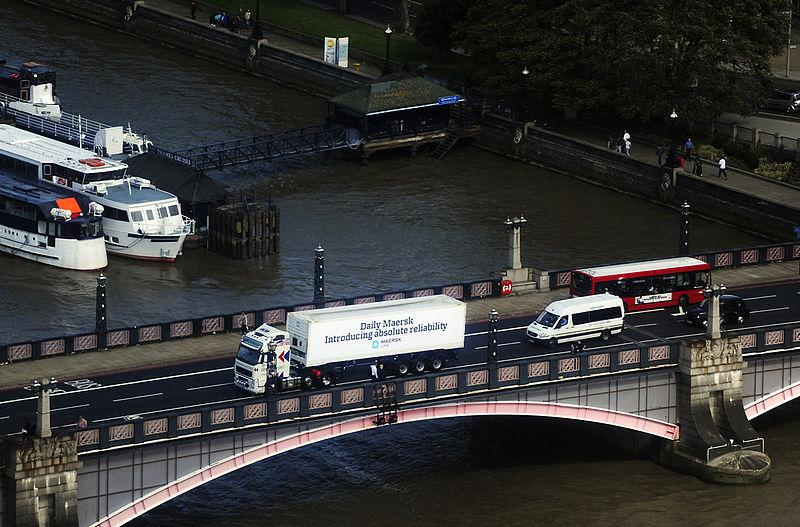 Lorry crossing bridge in London (CC licensed by Russavia)